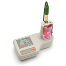 pH Meter for Education with built in magnetic stirrer - Hanna instruments